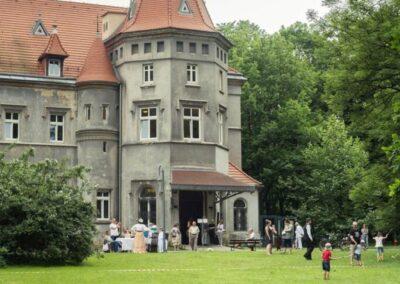 Wieżyczka z wejściem do pałacu.