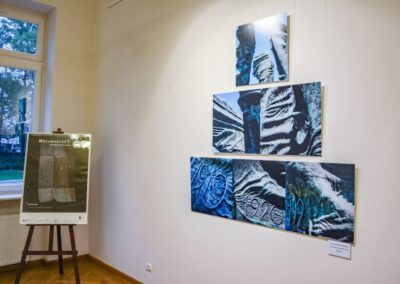 Kompozycja zdjęc pomnika powstańców sląskich w Katowicach. na szczycie jedno zdjęcie, pod nim dwa, na dole trzy zdjęcia.